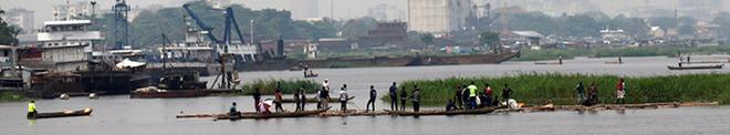 Africa. Kinshasa vu de son fleuve: «Tout le monde se débrouille pour gagner un petit rien»